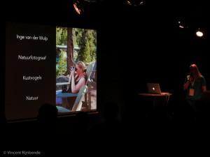 Inge vertelt over de zwaarte van het beroep van natuurfotograaf en ondersteunt dat met beeld