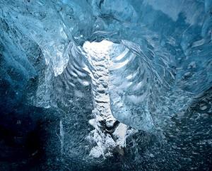 Loulou Beavers in een ijsgrot