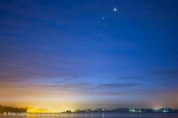 De samenstand afgelopen week, van boven naar onder: Venus, Jupiter en Mars.