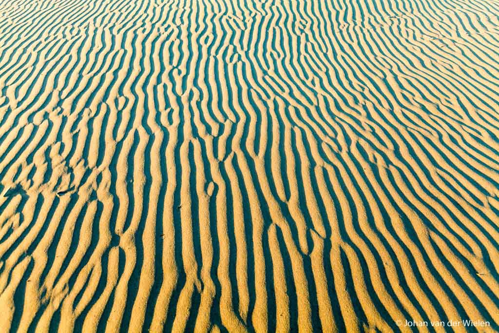 Wat brengt de wind teweeg. Zoals deze oneindige zandribbels op het strand van Schiermonnikoog.
