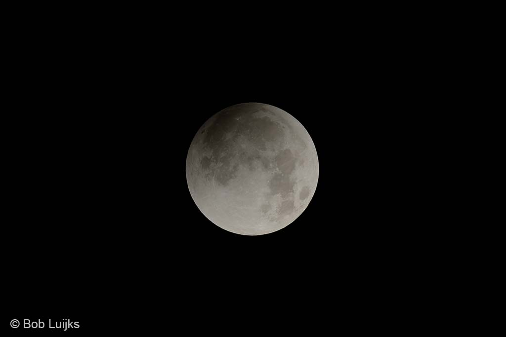 Zo zal de maansverduistering er ongeveer uitziet, lang niet zo spectaculair als een volledige maansverduistering dus.