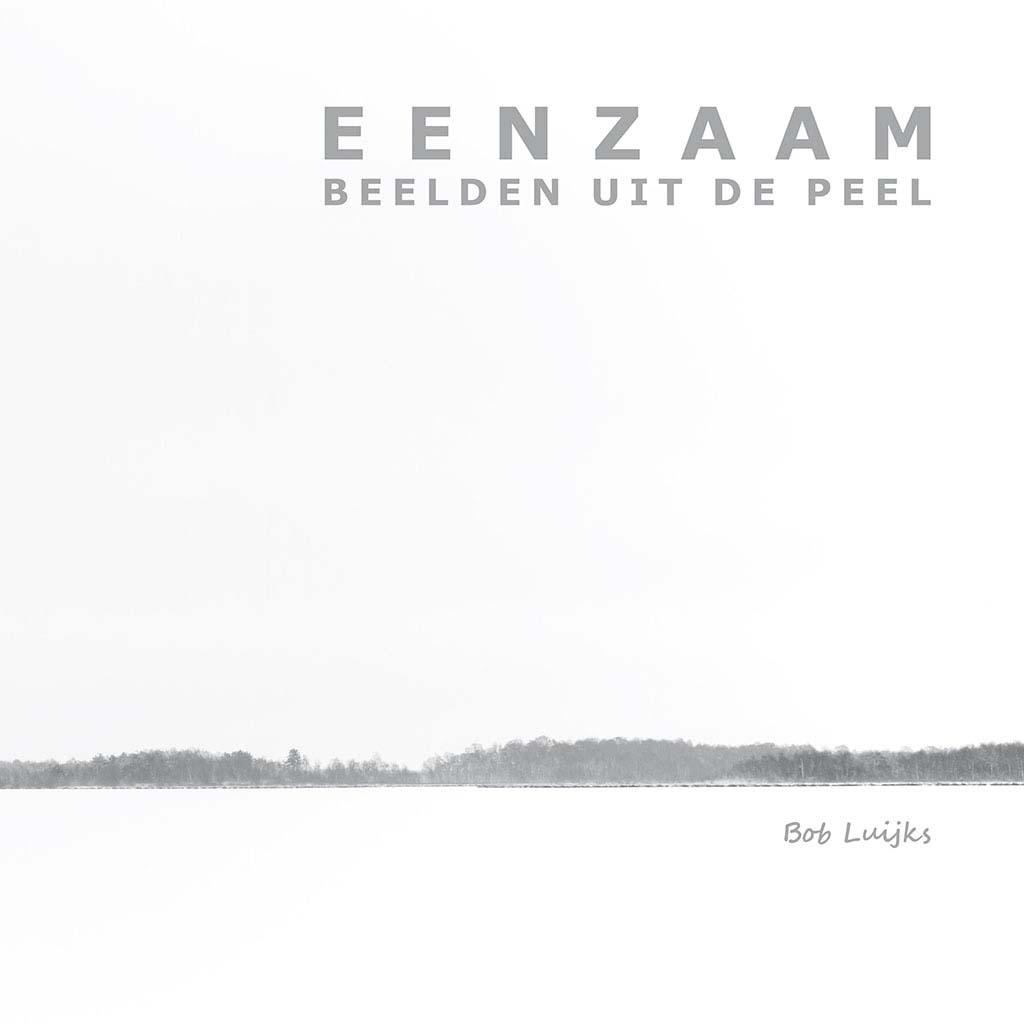 Ook de cover van 'Eenzaam, beelden uit de Peel' is gemaakt onder grijze omstandigheden.