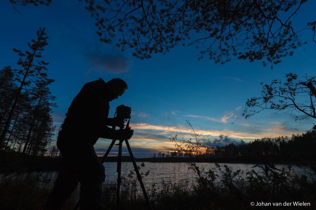 Als je geen volle tas hebt met dure lenzen is de keuze simpel... en geniet je misschien meer van een mooie zonsondergang!