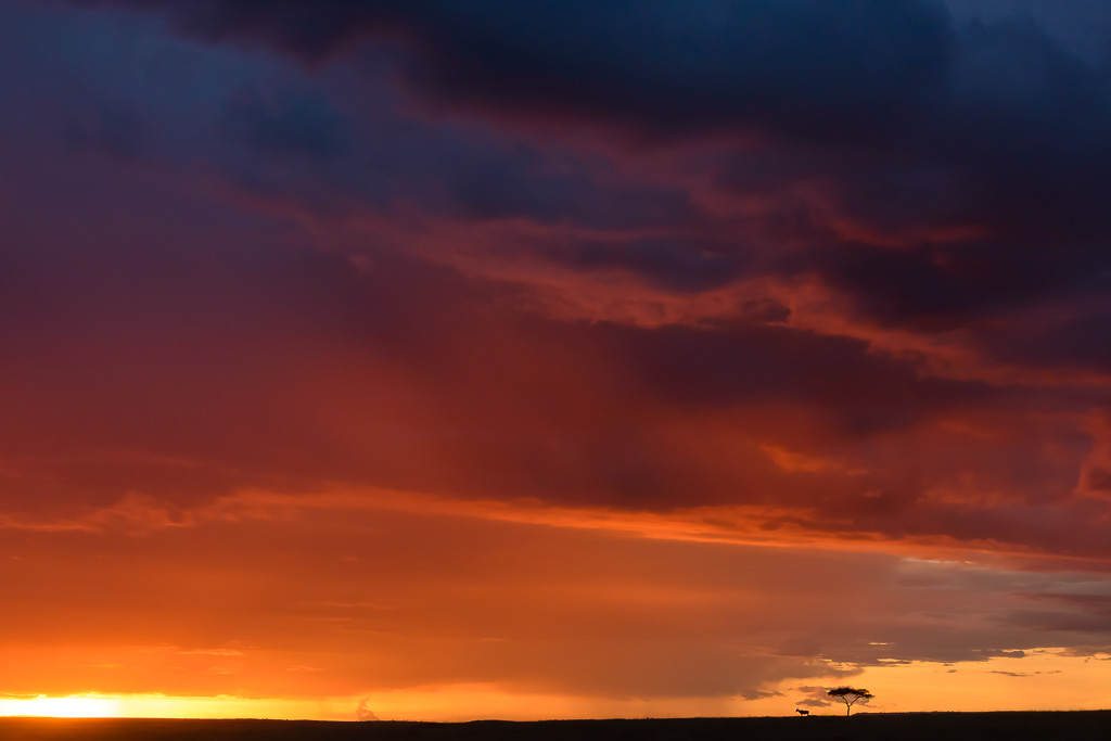 Zonsondergang op de savanne in Kenia