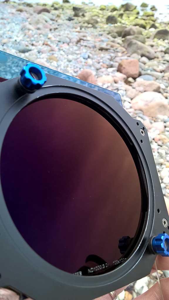 Typische purperen kleur van het Benro 10-stops grijsfilter.