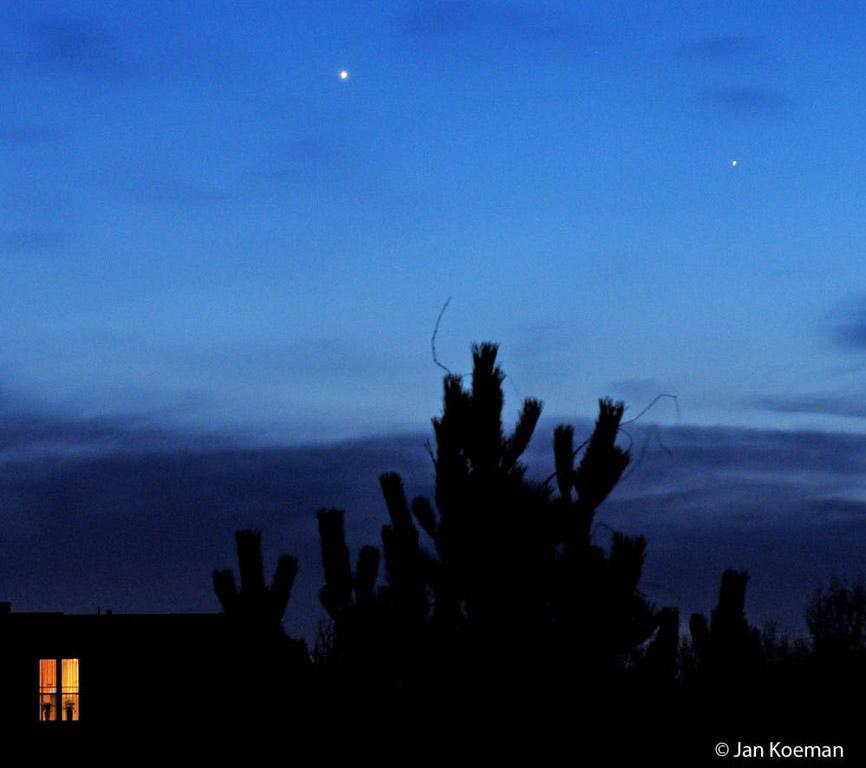 Samenstand van Venus links en Mercurius rechts.