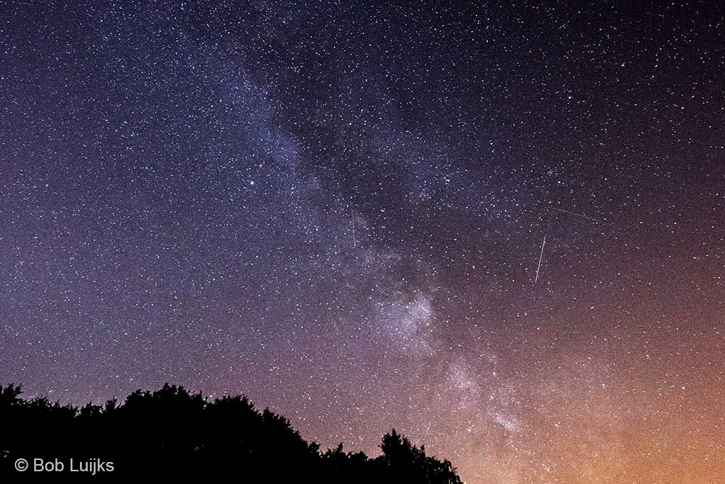 De Melkweg, gewoon vanuit het felverlichte Nederland.