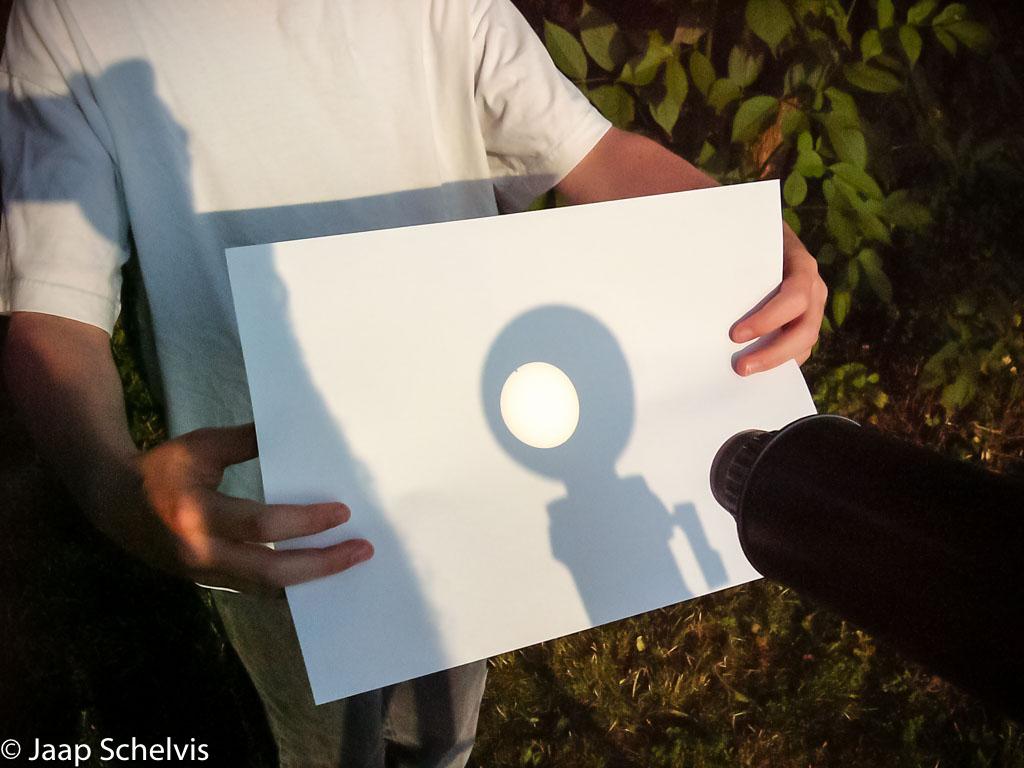 De voorlaatste keer dat we Venus voor de zon konden zien, het kleine donkere bolletje aan de bovenrand van de zon.