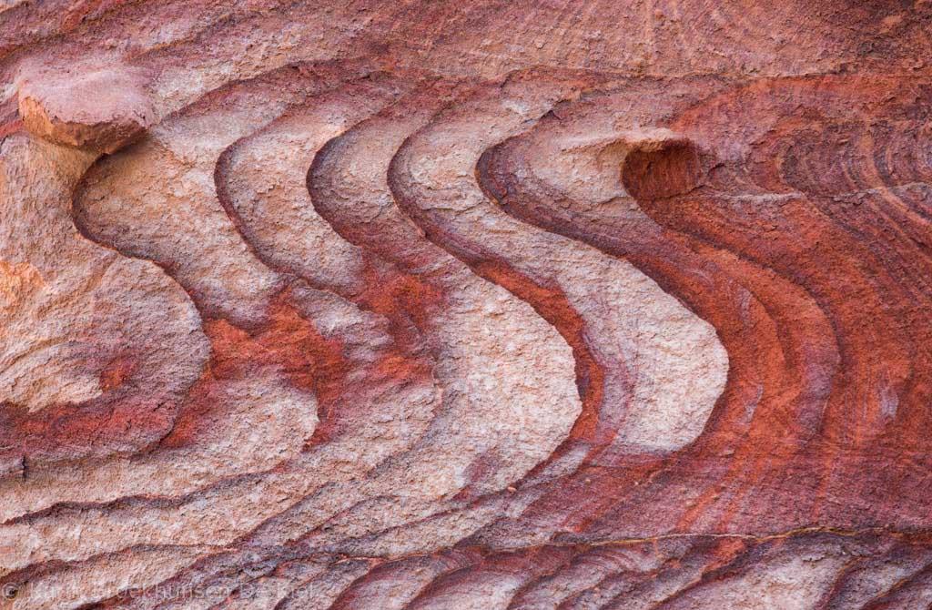 Grafische patronen bij Wadi Musa.