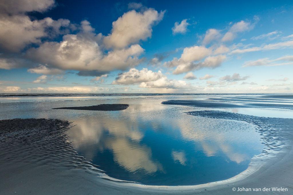 Avondkleuren strand Ameland, 1/80 sec., je ziet alle rimpelingen op het water