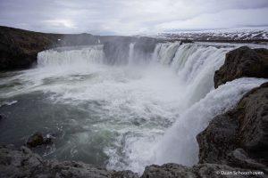 Goðafoss waterval IJsland: 1/1600 sec. sluitertijd.