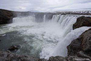 Goðafoss waterval IJsland: 1/25 sec. sluitertijd.