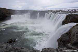 Goðafoss waterval IJsland: 1/13 sec. sluitertijd.