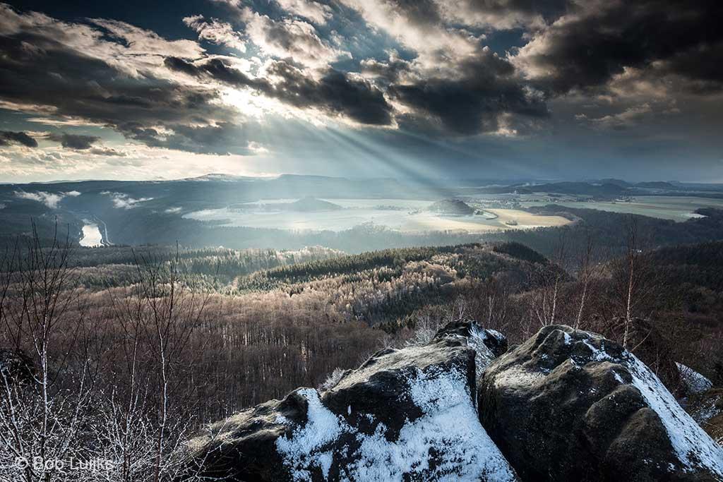 Na een sneeuwbui keert de zon op spectaculaire wijze terug.
