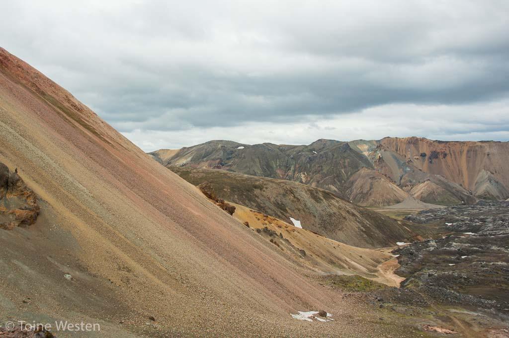 Gekleurde ryolietbergen in Landmannalaugar.