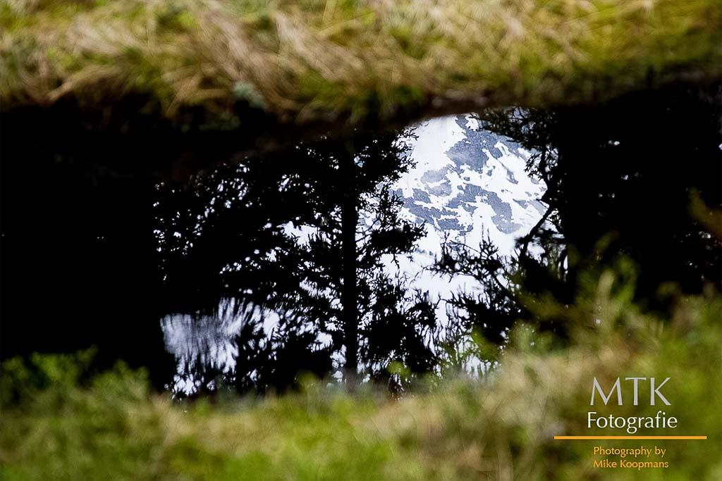 Een beetje anders dan je zou verwachten bij het thema water en juist daarom vond ik het leuk deze in te sturen. Dit is een foto van een beekje in de bergen in Oostenrijk tijdens een flinke wandeltocht. Genomen met mijn Canon EOS 7D + EF 24-105/4 L IS USM. Ik ben gewoon in zijn algemeen benieuwd wat ik aan dit beeld had kunnen verbeteren.