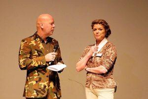 Spreker Hennie van Heerden met presentator Henkjan Kievit